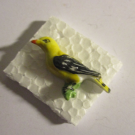 1942-02-28/03-1 German WHW donation pin. Birds of our hometown - Golden oriole. Porcelain T469.1 (16385)