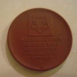 1983 Wittenberg , Martin Luther accolade - Melanchthon House. Meissen Porcelain 49mm W7420.1 - IV (14538)