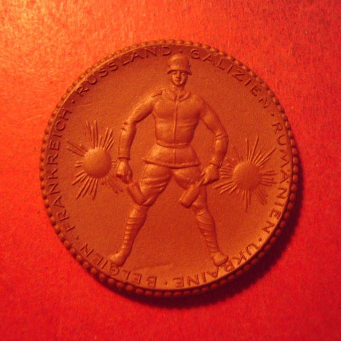 1922 Freiberg , Memorial 182th Regiment donation. Meissen Porcelain 42mm  Sch749a - V (12262)