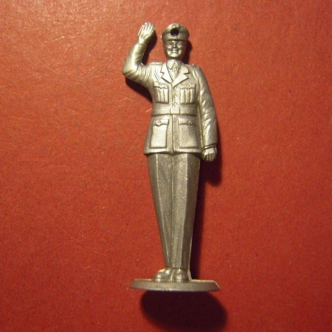1940-02-18 German WHW donation gift. Policeman - traffic control summer uniform. Synthetic silver colored !!!  T258.2  (8140)