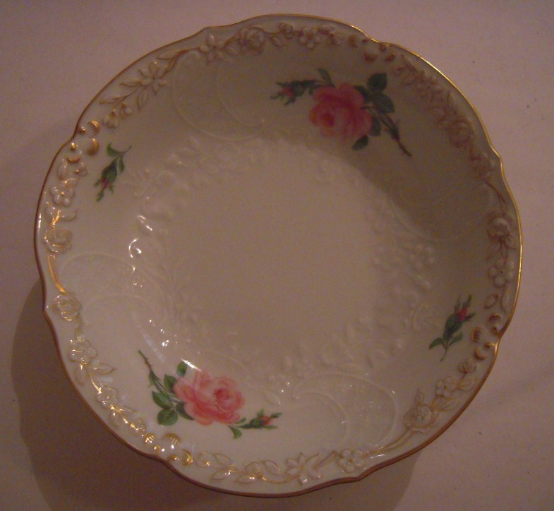 Meissen Porcelain - Bowl rose designe with gilded edge 142x35mm hand painted (16110)