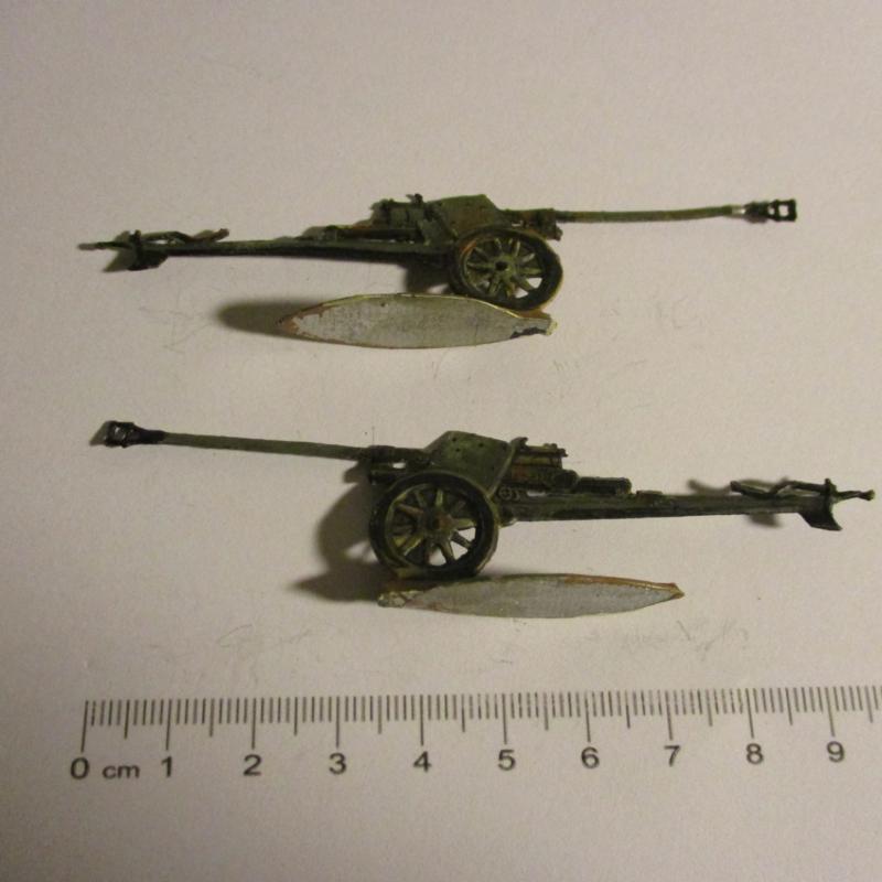 1933 - WWII German anti-tank gun, 2x flat 30mm scale very nice collector paint job (16331)