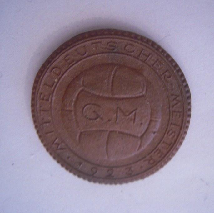 1923 Dresden , Guts Muts - Soccer champion. Teichert Meissen 36mm brown Sch- (a) (16048)
