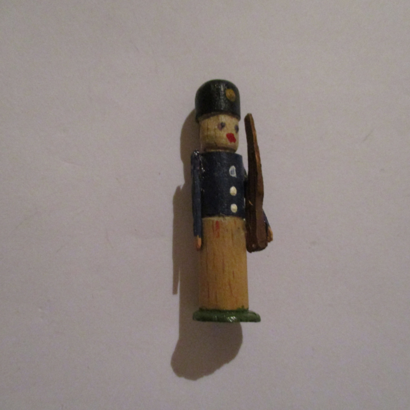 1942-12-19/20 German WHW donation gift. Wooden toys - Soldier T534 (16251)