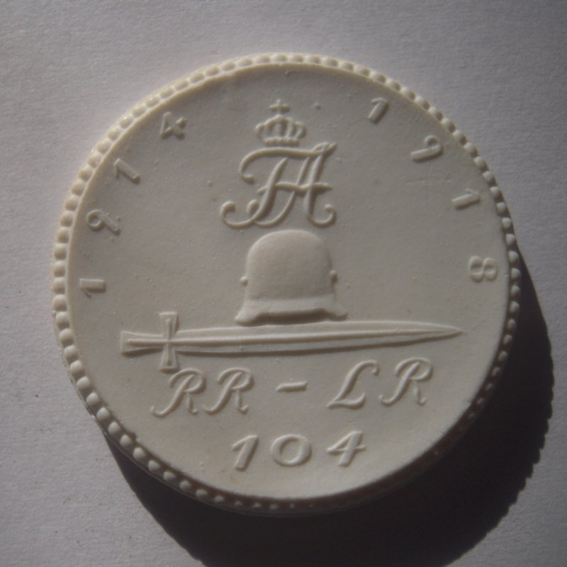 1922 Chemnitz , WWI Memorial Regiment RR-LR 104 donation. Max. 500 pcs made !!! Meissen Porcelain 40mm Sch698n - VIII (16198)