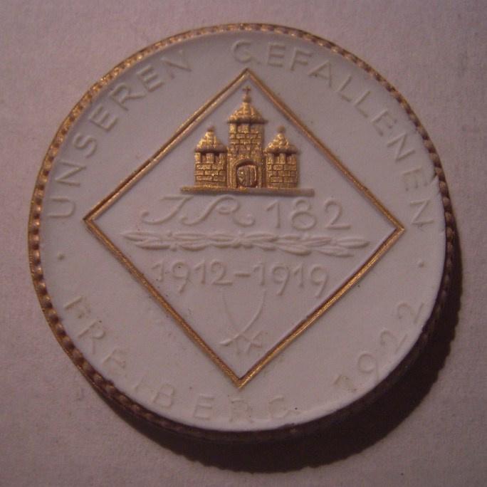 1922 Freiberg , WWI Memorial 182th Regiment donation. Gold décor !!! Max. 200 pcs made !!! Meissen Porcelain 40mm Sch749q - R !!! (16019)