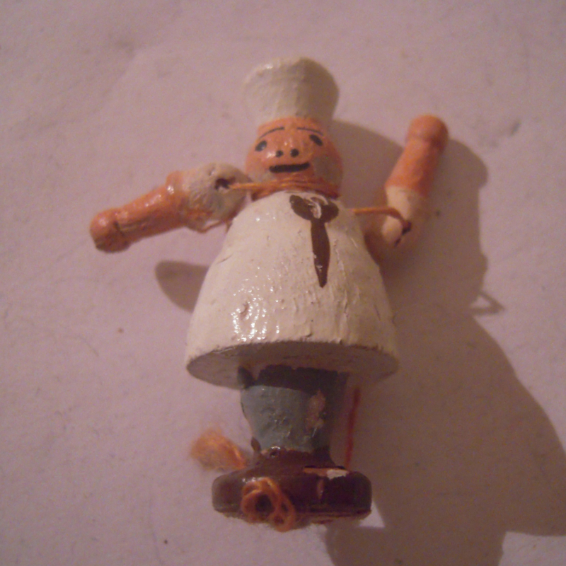 1940-12-14/15 German WHW donation gift. Kasperle figure moveable arms - Chef. Wooden colorful hand painted 45mm T325 (16190)