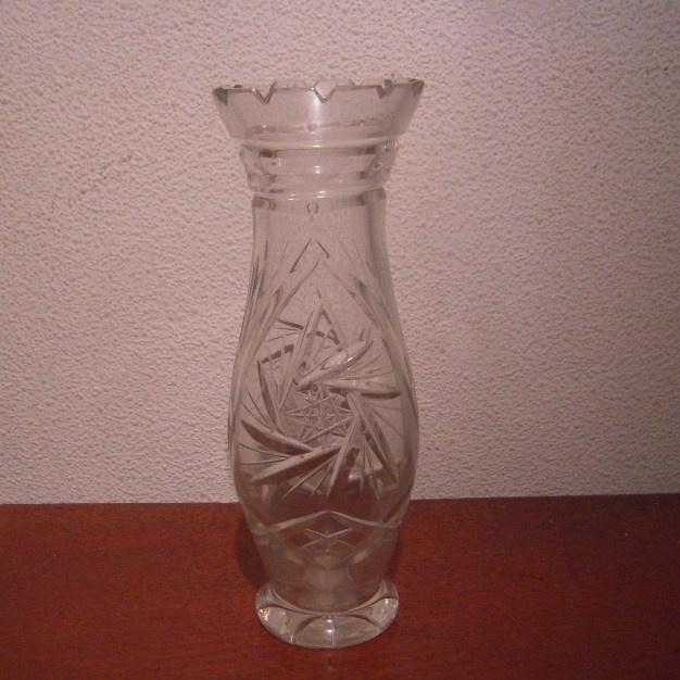 1900 - 1930's German lead cristal vase. Hand cut 19,5cm high (14104)