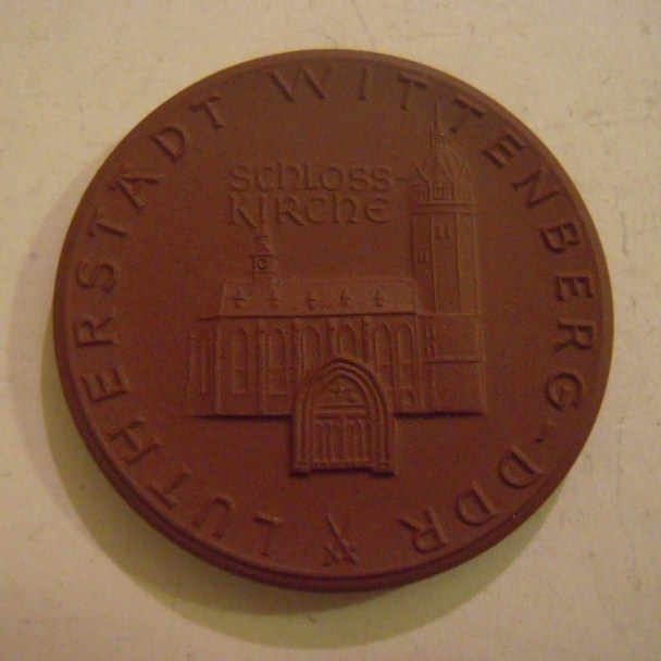 1983 Wittenberg , Martin Luther accolade - Castle Church. Meissen Porcelain 43mm W7419.1 - III (14539)