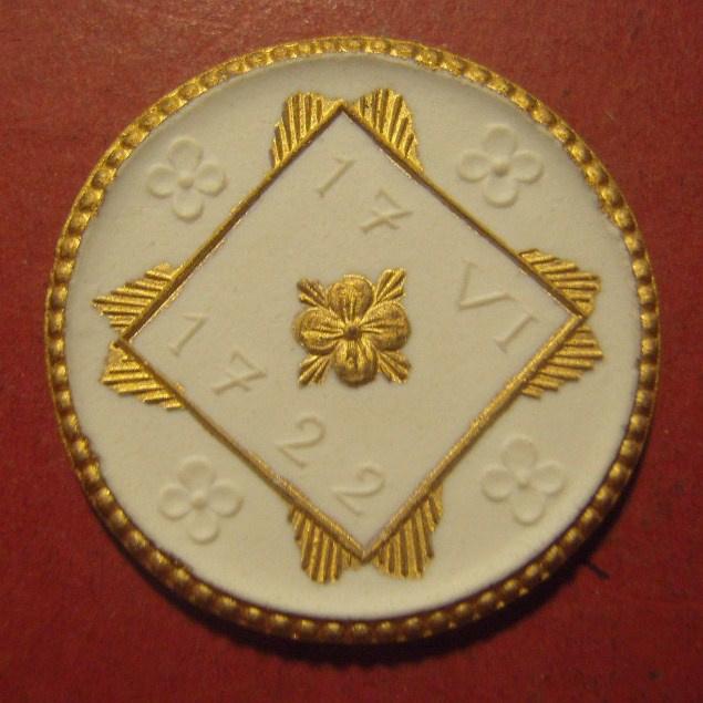 1922 Herrnhut , Hutberg - 200 yrs celebration donation. Gold décor !!! Max. 200 pcs made !!! Meissen Porcelain 34mm Sch763w - R !!! (12102)