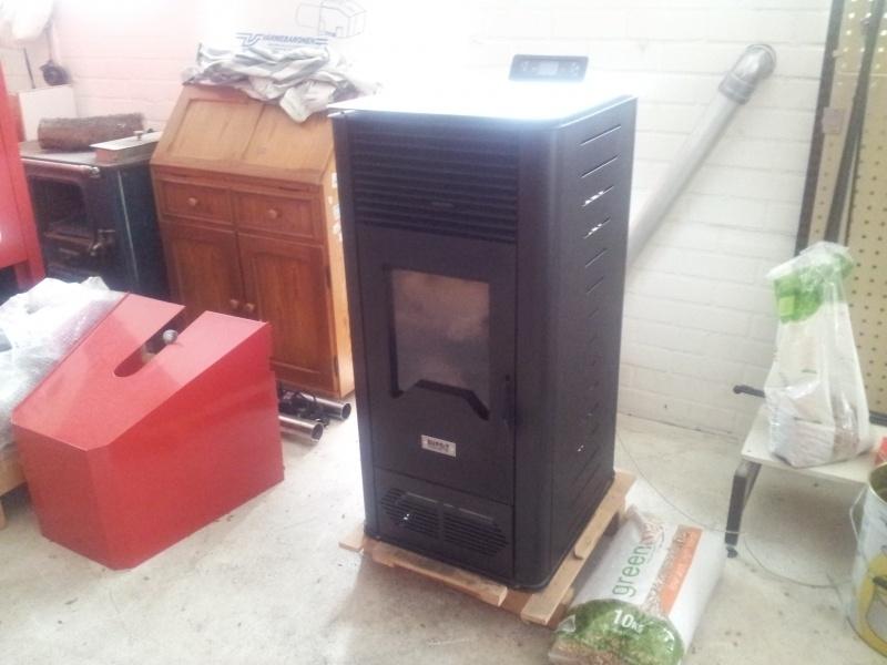 10 kW pelletkachel voor in de woonkamer showroommodel/ gebruikt.