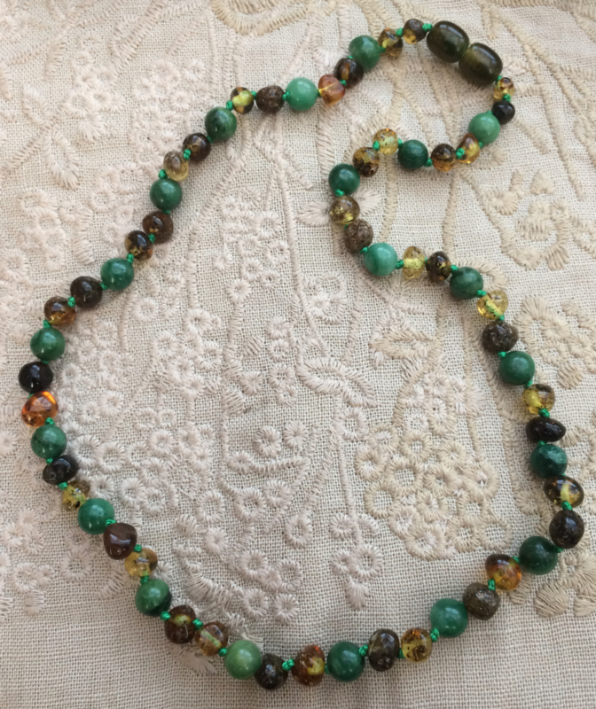 Barnsteen ketting met jade, 45cm