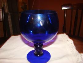 Bokaal van blauw glas.