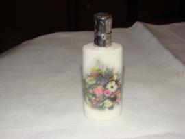 Antiek porceleinen parfumflesje met zilveren dop