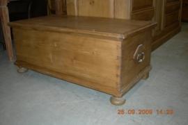 Oude kist met plat deksel