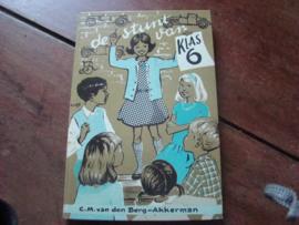 De stunt van klas zes door  C.M. van den Berg-Akkerman Uitgeverij Callenbach N.V. Nijkerk.