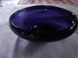 Paarse glazen schaal         VERKOCHT