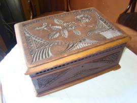 Kerfsnit of kerfsnee  houten doos.