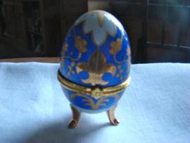 Eierdopje op pootjes blauw met goud.