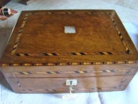 Antieke victoriaanse mahonie  houten ingelegde naaidoos.  Gereserveerd