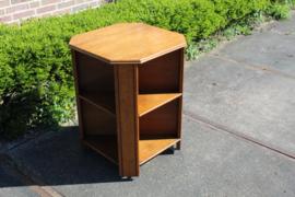 Eiken leestafel/boekenmolen met 4 zijden boekenplanken nr 11302