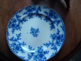 Twee antieke blauwwitte borden.