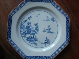 "Achtkantig blauwwit bord Wood's Ware ""Alva""."