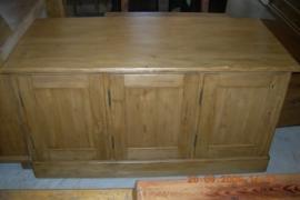 Oud grenen dressoir 3-deurs