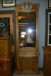 Origineel halmeubel met spiegel