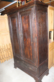 Antieke koloniale kast omstreeks 1880 met 1 lade en 2 deuren nr 10001