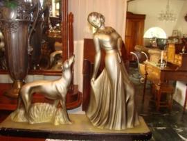 Art-Deco beeld vrouw.   VERKOCHT
