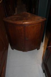 Engels eiken hoekkastje ingelegd omstreeks 1850 h-87cm nr 10044