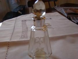 Kristallen parfumfles met zilveren nek en kristallen dop