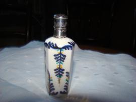 Antieke  parfumflesjes met zilveren dop.