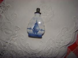 Blauwwit parfumflesje met schip.