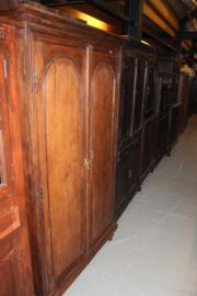 Antieke 2-deurskast +/- 1910 middenbruin koloniaal nr 10008