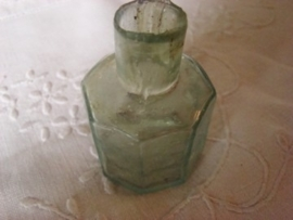 Achtkantig groen glazen inktpotje  VERKOCHT