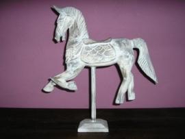 Paard op standaard antiek white wash