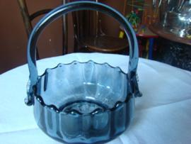 0ud glazen mandje van grijsblauw glas.VERKOCHT