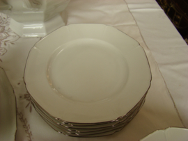 Compleet 27 delig servies Merk Epiag wit met zilveren rand.