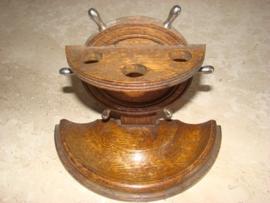 Eikenhouten pijpenrekje circa 1920     Verkocht.