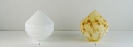 Mondgeblazen vintage glazen bol punt links opaal wit nr 826.00
