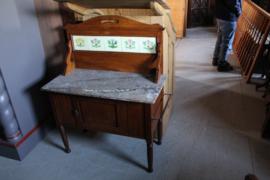Oude engelse wastafel omstreeks 1920-1930 met marmer blad en tegels nr 11306