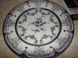 Wit porseleinen bord met zilver