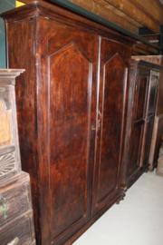 Koloniale gewerenkast uit 1880 met 2 deuren en metalen deurgrepen nr 10009