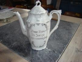 Porceleinen koffiepot met zilver overlay