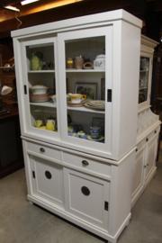 Vitrinekast 4 schuifdeuren white wash br-120cm roosters op onderdeuren