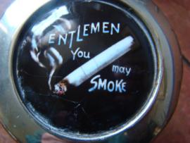 Cigarettenstandaard verzilverd met opschrift.