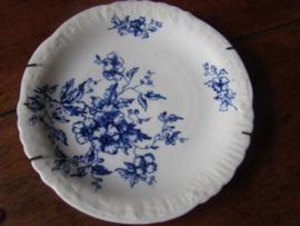Oud engels bord wit met blauwe bloemen.