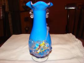 Leuk blauw glazen vaasje met  bloemetje Murano.